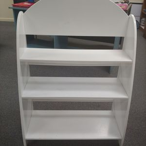 White wood bookshelf.Sturdy.2 back round stoppers. Nice curved design.Height 40. Width 28 depth 13.Good condition.Can be taken apart easily. for Sale in Boynton Beach, FL