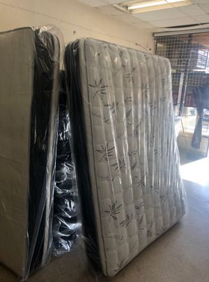 Queen mattress with boxspring for Sale in Los Angeles, CA