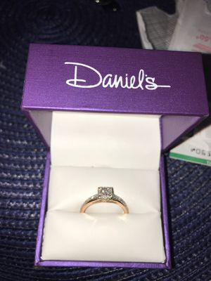 Rose gold w/ real diamonds size 9 for Sale in Fresno, CA