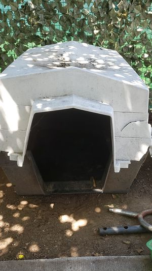 Free dog house. Broken top for Sale in San Diego, CA