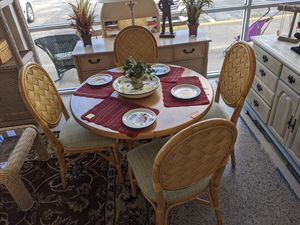 Table and 4 Chairs for Sale in Fort Myers, FL