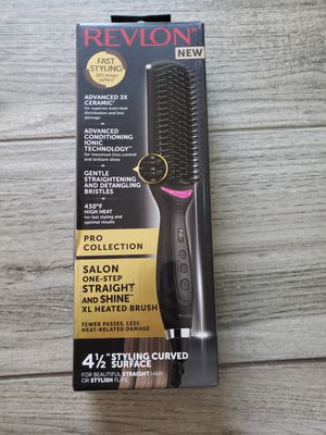 Revlon Salon one step Straight and shine Xl heated Brush for Sale in Bakersfield, CA