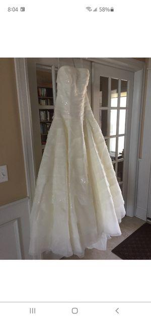 Vera Wang size 8 wedding dress for Sale in Alafaya, FL