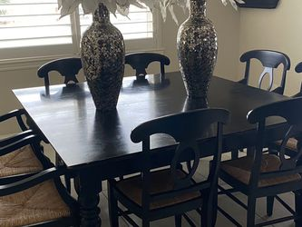 Pottery Barn Black Table, Can Extend To Rectangle for Sale in Kingsburg,  CA