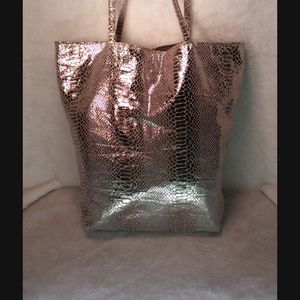 SILVER TOTE/PURSE for Sale in St. Louis, MO