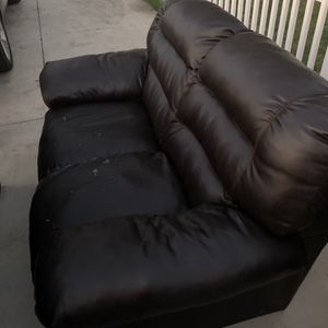Free Couches Sofa And Loveseat for Sale in Norco, CA