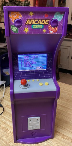 """Preowned My Life As Arcade Game for 18"""" Dolls in fair condition . Turns on don't no why screen is snowy. Takes 4 AA batteries . If u can figure out h for Sale in Las Vegas, NV"""