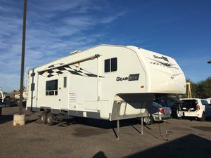 2006 Fleetwood gear box toy hauler for Sale in Phoenix, AZ