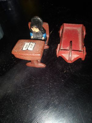 Vintage Amish Wilton Small Cast Iron Toy Figures for Sale in Winter Haven, FL