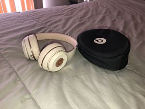 Beats Solo3 wireless for Sale in Hesperia, CA