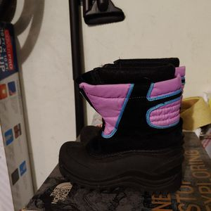 Used Kid Dakota Grizzly Girl Snow Boots - Size 12 for Sale in Anaheim, CA