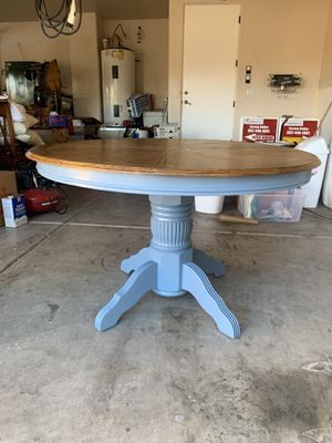 Small round kitchen table for Sale in Phoenix, AZ