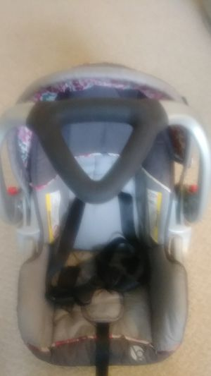 Baby car seat. No base, but has slots to use cars seat belt. for Sale in Euclid, OH