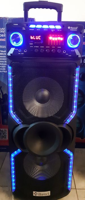 BLUETOOTH KARAOKE SPEAKER for Sale in North Las Vegas, NV