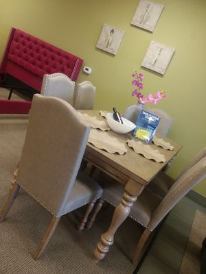 Dining table & chairs for Sale in Las Vegas, NV