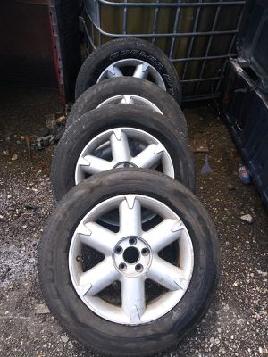 Rims and tires 17 for Nissan rogue 2008 2013 for Sale in Hialeah, FL