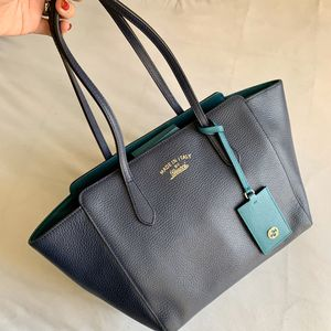 Gucci tote bag navy blue for Sale in Schaumburg, IL