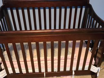 4 in 1 Crib. Some Scratches for Sale in Bonney Lake,  WA