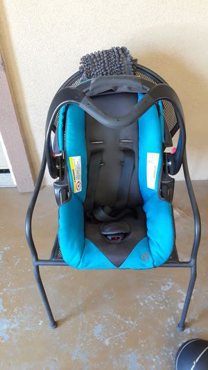Car Seat for Sale in Rialto, CA