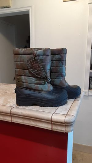 Snow boots kids size1 for Sale in Cypress, CA
