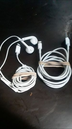 Apple lighting cable & Apple lighting earphones for Sale in Compton, CA