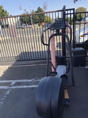 Precor 5.17 elliptical for Sale in San Leandro, CA