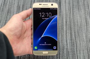 Samsung Galaxy S7 (32gb) Comes With Charger and 1 Month Warranty for Sale in Springfield, VA