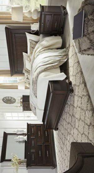 SPECIAL] Brynhurst Dark Brown Storage Bedroom Set for Sale in Pflugerville, TX