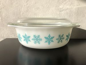 Vintage Pyrex Snowflake 043 Casserole 1.5 Qt for Sale in Milpitas, CA