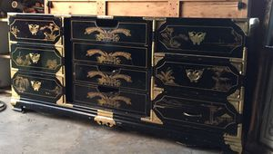 Dresser with 2 matching night tables for Sale in Marysville, WA