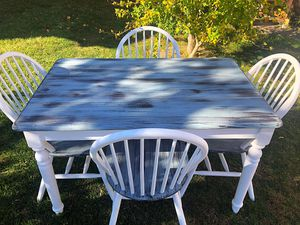 Table and chairs for Sale in Grand Island, NY