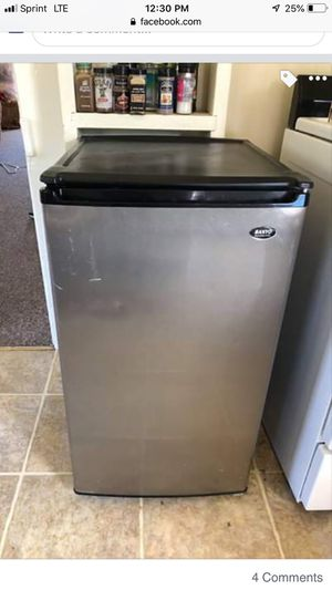 Mini fridge for Sale in Arroyo Grande, CA