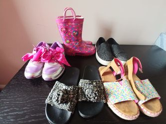 Kids girls shoes size (11,13,1,2) for Sale in Oakland Park,  FL