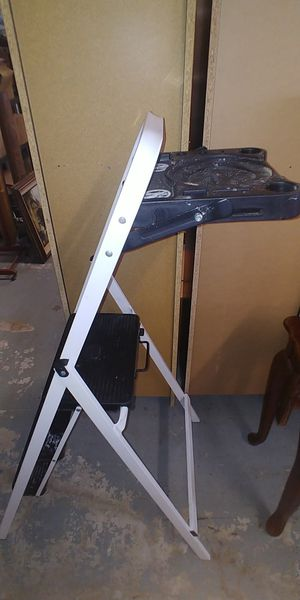3 step folding step ladder for Sale in Georgetown, TX