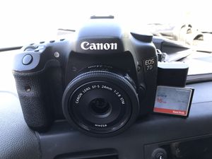 Canon 7d camera w/24mm f2.8 pancake lens for Sale in Modesto, CA