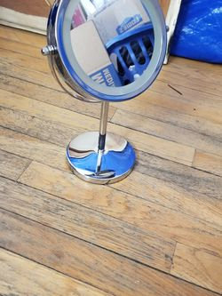 "7"" Double Sided Magnifying Light Up Vanity Mirror for Sale in New York,  NY"