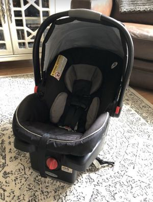 Graco Infant Car Seat with Base for Sale in Powhatan, VA