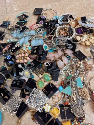 Lots of Jewelery and Hair Accessories for Sale in Phoenix, AZ