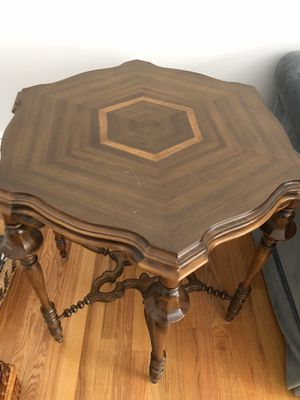 Antique accent table, very pretty and in good shape for Sale in Avon, CT