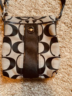 Crossbody coach purse for Sale in Pleasant Hill, IA