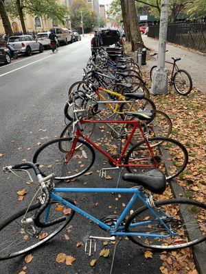 Bike sale Tomorrow Saturday Oct 31 @9am-2pm Road Hybrid bicycles Fuji schwinn Giant Nishiki for Sale in Brooklyn, NY