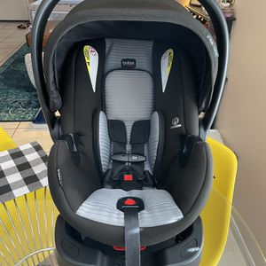 Britax B-Safe 35 Infant Car Seat, Dual Comfort Grey for Sale in Austin, TX