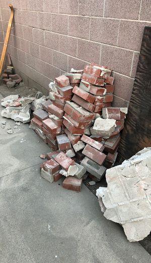Free bricks 🧱 for Sale in Pico Rivera, CA