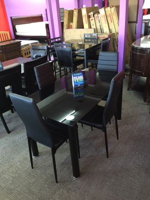 Black Glass Dining Table With 4 Chairs For ONLYYYY $229! for Sale in Nashville, TN