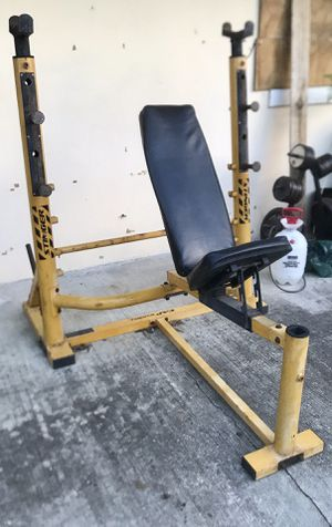 CAP STINGER Olympic Size WEIGHT BENCH & SQUAT RACK w/ plate storage for Sale in Indialantic, FL
