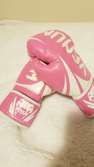Everlast boxing gloves for Sale in Marysville, WA