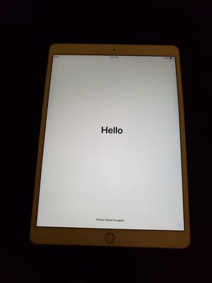Gold iPad Pro 512gb 10.5 for Sale in Anaheim, CA