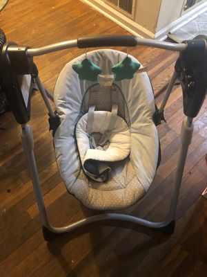 Baby swing GRACO battery use it's works great! Gently used for Sale in Greensboro, NC
