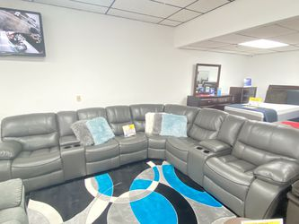 ***SALE*** Madrid Gray Reclining Sectional Sofa $1499. No Credit Needed Financing and ONLY $50 DOWN. Same Day Delivery 🚚!!! for Sale in Tampa,  FL