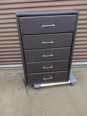 Dresser for Sale in Sanger, CA